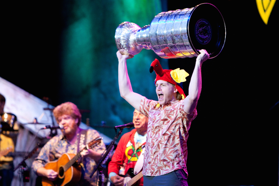 the stanley cup joins fans at jimmy buffett concert rh sportsastoldbyagirl com jimmy buffett chicago jimmy buffett chicago 2019